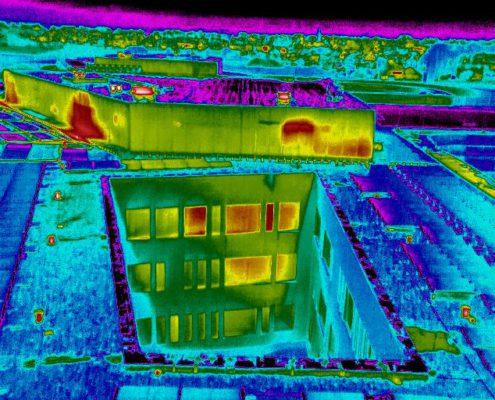 infrarood beeld van ziekenhuis met drone genomen